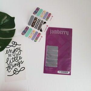 Jamberry 💅B&W Cheveron
